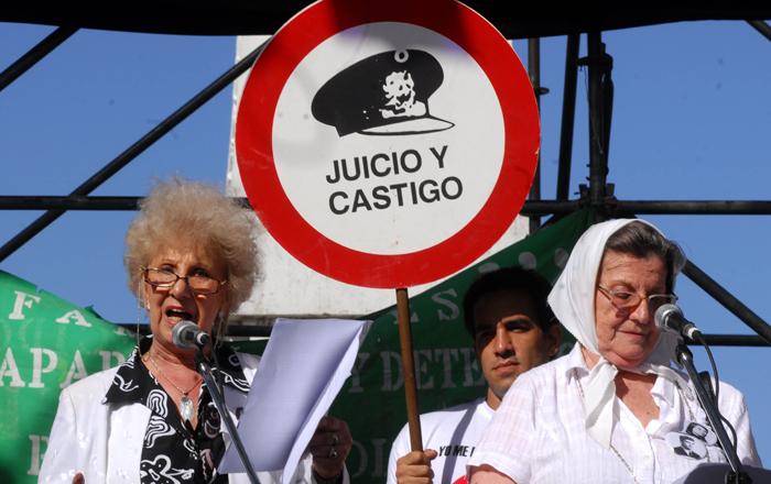DYN31, BUENOS AIRES 24/03/10, ESTELA DE CARLOTTO DURANTE EL ACTO DE ABUELAS EN PLAZA DE MAYO AL CUMPLIRSE 34 AÑOS DE EL ULTIMO GOLPE MILITAR.FOTO:DYN/CARLOS GRECO.