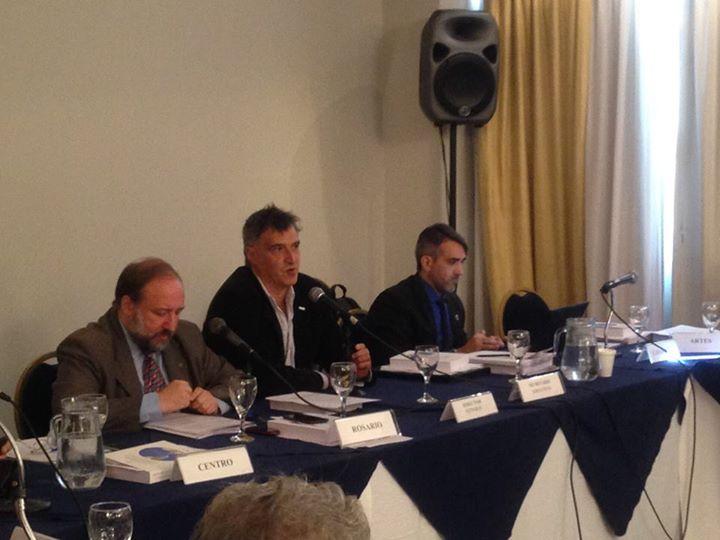 El Secretario General de CONADU, Pedro Sanllorenti, dirigiéndose a los rectores