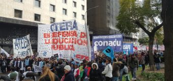 Masivo paro y movilización frente a la violencia a lxs docentes en Chubut