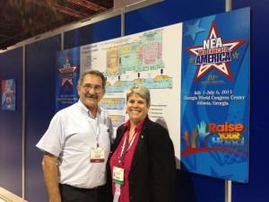 Carlos De Feo junto a Jill Christanson responsable de relaciones internacionales de la NEA
