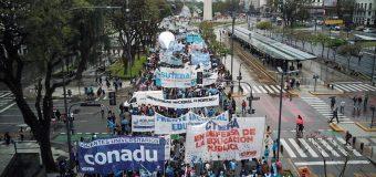 Multitudinaria movilización docente para decirle NO al presupuesto de ajuste del gobierno y el FMI